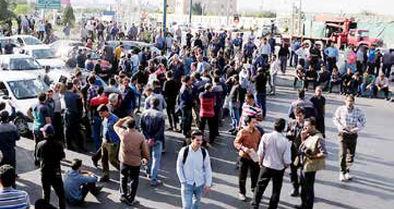 کارگران آذرآب جاده اراک به تهران را بستند