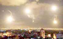 مقابله پدافند هوایی دمشق با حملات موشکی اسرائیل