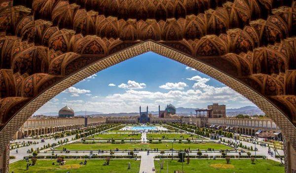 مترو اصفهان «نقش جهان» را دور زد