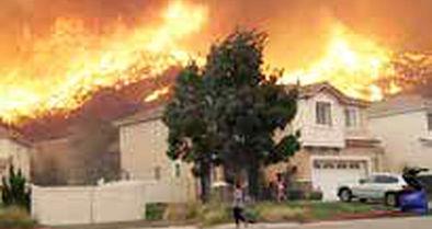 خانههای چند میلیارد دلاری درآتش کالیفرنیا میسوزد