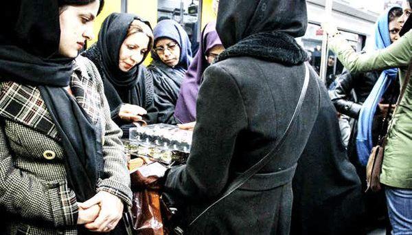 کسب نان صدها هزار زن در حاشیههای پرخطر اقتصاد