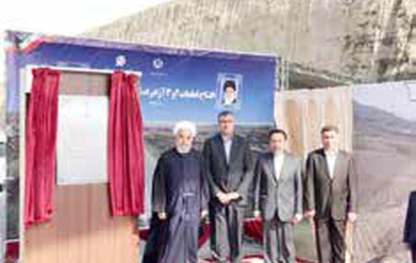 روحانی: با کمک مردم و همت پزشکان از روزهای سخت عبور میکنیم