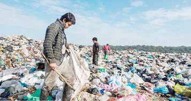 کودکان زباله گرد در معرض خشونت هستند