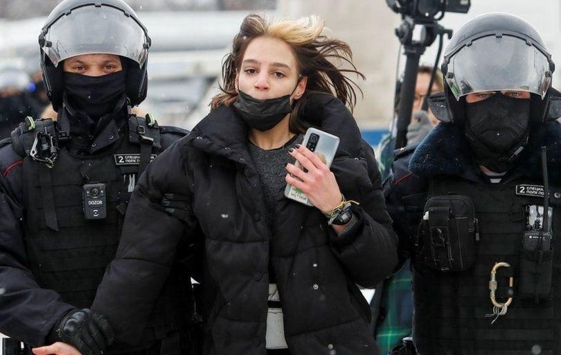 بازداشت بیش از ۱۰۰۰ تن از حامیان ناوالنی در روسیه
