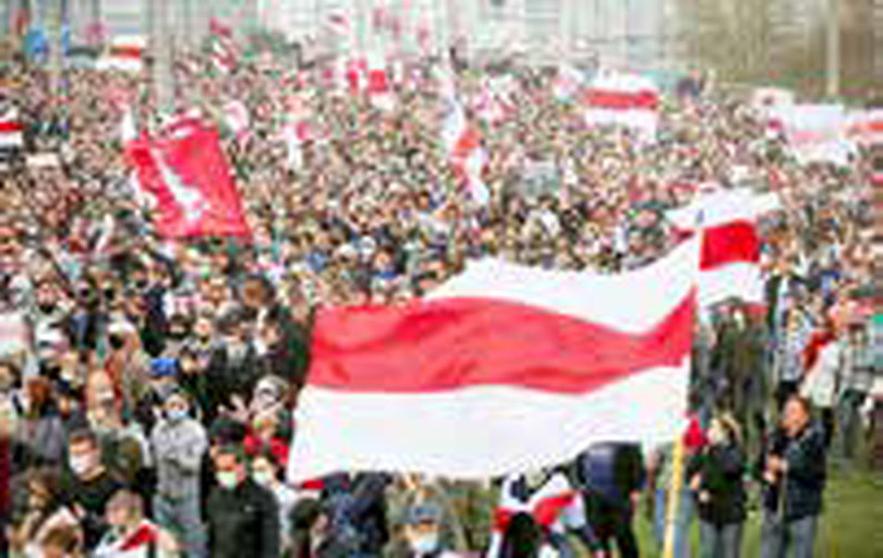 تجمع دهها هزار معترض ضد لوکاشنکو در مینسک