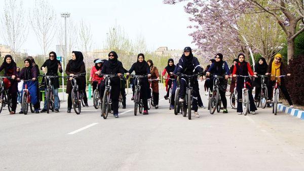 دوچرخهسواری زنان هیچ اشکال شرعی ندارد