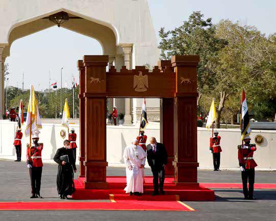 ورود رهبر کاتولیکهای جهان به عراق در میانة بحرانها
