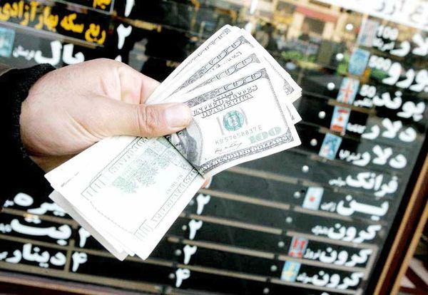 همتی: مراقب بازار ارز هستیم