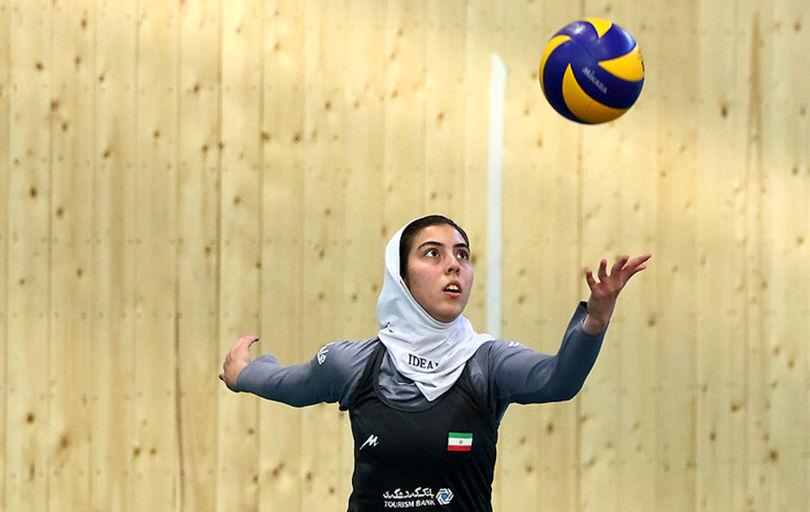 دختران والیبال در پخش تلویزیونی