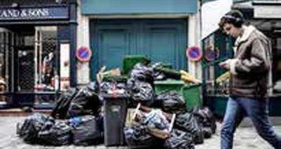 پاریس به زبالهدان تبدیل شده است