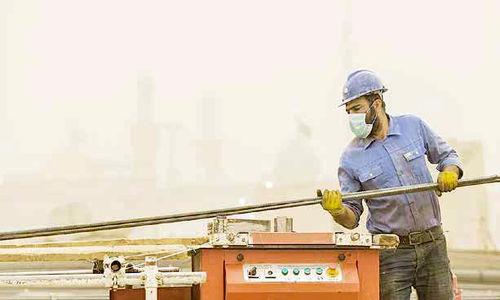بار تحریمها  بر دوش کارگران و مزدبگیران است